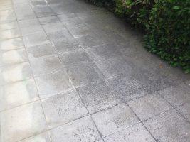 casa - sporco su piastre cemento