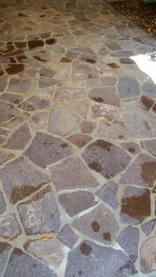 Pavimentazione in porfido prima del lavaggio